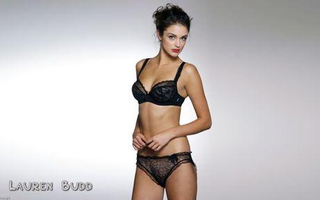Lauren Budd dien noi y xuyen thau gay nhuc mat - Anh 5