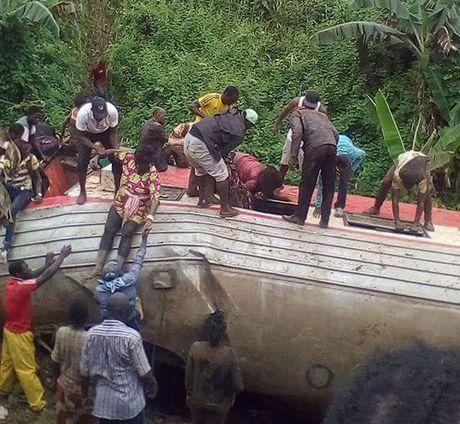 Hien truong tau hoa trat banh o Cameroon, gan 700 thuong vong - Anh 9