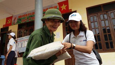 FLC chung tay ho tro nguoi dan mien Trung chiu anh huong boi lu lut - Anh 5