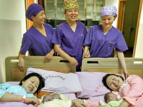 Hiem co chi em sinh doi nao lai mang thai, sinh con trung hop den ky la nhu nay - Anh 2