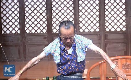 'Di nhan' trinh dien thu nho co the de mac ao tre 3 tuoi - Anh 1