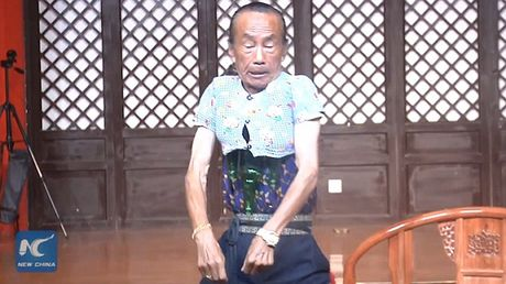 'Di nhan' trinh dien thu nho co the de mac ao tre 3 tuoi - Anh 2