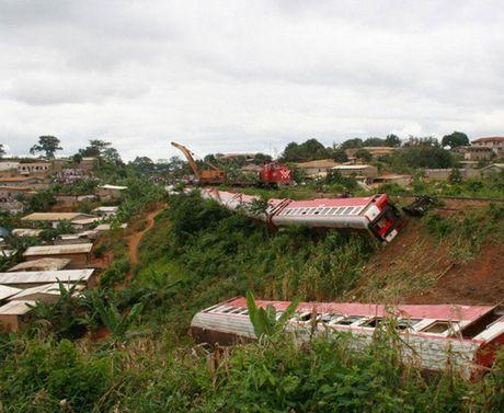 Cameroon: Tau hoa trat banh, gan 655 nguoi thuong vong - Anh 2