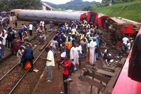 Cameroon: Tau hoa trat banh, gan 655 nguoi thuong vong - Anh 5
