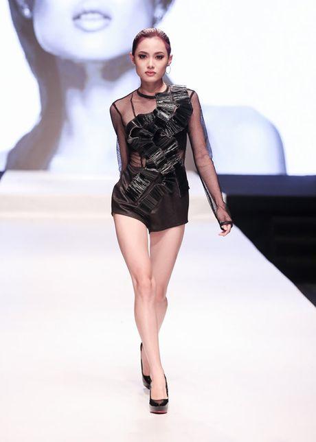 Nhung man trinh dien duoc mong doi nhat Vietnam International Fashion Week 2016 - Anh 2