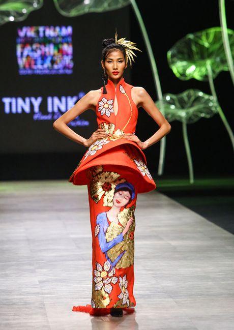 Nhung man trinh dien duoc mong doi nhat Vietnam International Fashion Week 2016 - Anh 4
