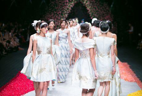 Nhung man trinh dien duoc mong doi nhat Vietnam International Fashion Week 2016 - Anh 5