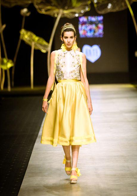 Nhung man trinh dien duoc mong doi nhat Vietnam International Fashion Week 2016 - Anh 6
