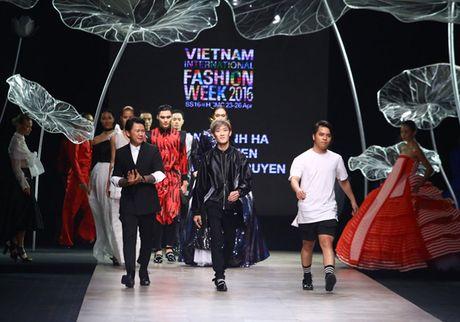 Nhung man trinh dien duoc mong doi nhat Vietnam International Fashion Week 2016 - Anh 9