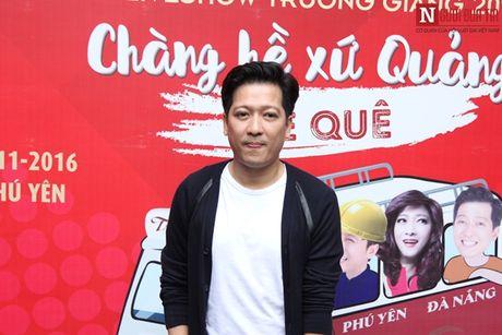 Truong Giang thoai mai om eo, khoac tay 'gai la' - Anh 2