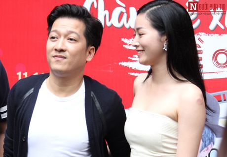 Truong Giang thoai mai om eo, khoac tay 'gai la' - Anh 3