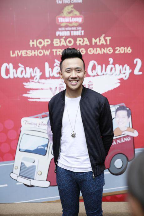 Truong Giang thoai mai om eo, khoac tay 'gai la' - Anh 5