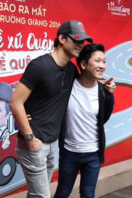 Truong Giang thoai mai om eo, khoac tay 'gai la' - Anh 7