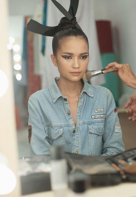 Hau truong Ngoc Chau chuan bi cho Vietnam International Fashion Week Thu Dong 2016 - Anh 1
