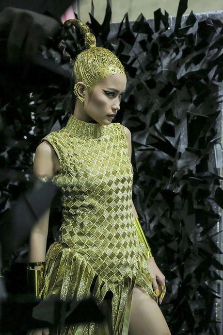 Hau truong Ngoc Chau chuan bi cho Vietnam International Fashion Week Thu Dong 2016 - Anh 5