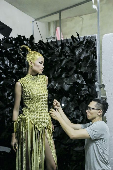 Hau truong Ngoc Chau chuan bi cho Vietnam International Fashion Week Thu Dong 2016 - Anh 6