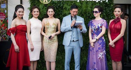 Hoa hau Giang My noi bat giua dan my nhan, khoe dang nuot na - Anh 11