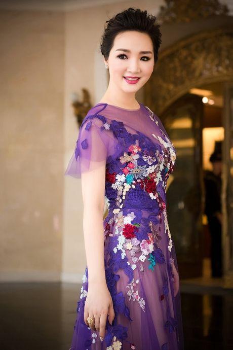 Hoa hau Giang My noi bat giua dan my nhan, khoe dang nuot na - Anh 5