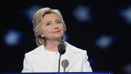 Van phong tranh cu cua ba Clinton phai so tan khan cap vi chat bot trang - Anh 1