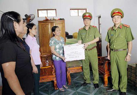 Tong cuc VIII – Bo Cong an den voi nhan dan vung lu huyen Huong Khe - Anh 4