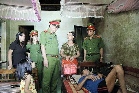 Tong cuc VIII – Bo Cong an den voi nhan dan vung lu huyen Huong Khe - Anh 5