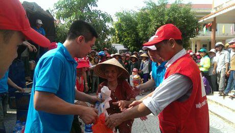 FLC chung tay ho tro toi dong bao dan toc Arem - Quang Binh va nhieu xa Ha Tinh - Anh 1