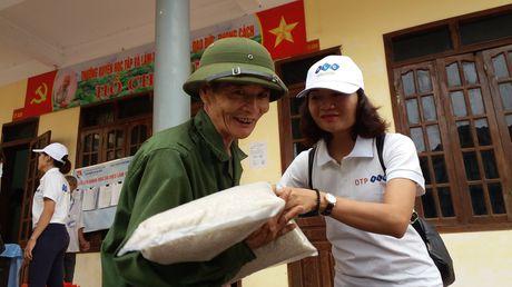 FLC chung tay ho tro toi dong bao dan toc Arem - Quang Binh va nhieu xa Ha Tinh - Anh 7