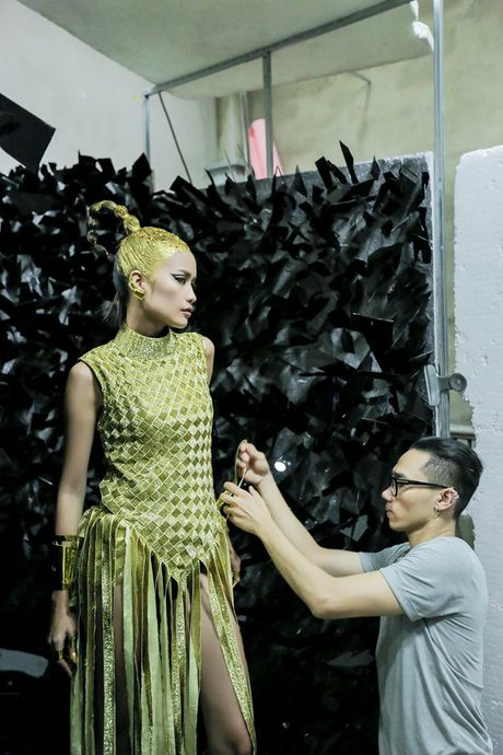 Ngoc Chau an mi goi, tat ta chuan bi cho 'Vietnam International Fashion Week' - Anh 3