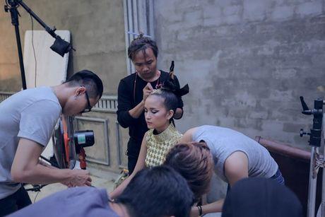 Ngoc Chau an mi goi, tat ta chuan bi cho 'Vietnam International Fashion Week' - Anh 4
