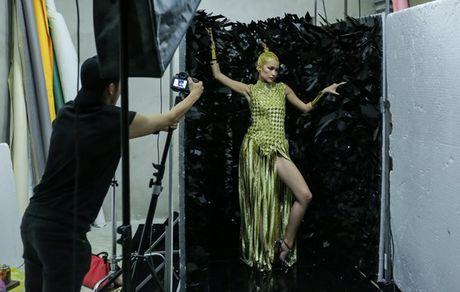 Ngoc Chau an mi goi, tat ta chuan bi cho 'Vietnam International Fashion Week' - Anh 5