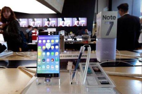 """Samsung lien tuc """"tung chieu"""" hong niu giu nguoi dung sau su co Note 7 - Anh 3"""