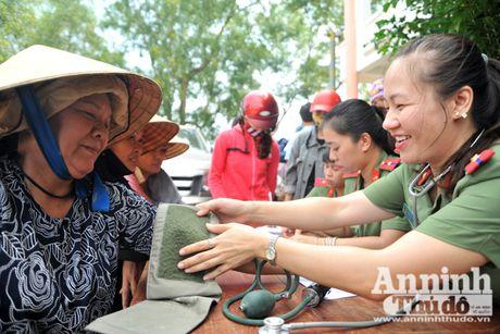 Vuot song ve voi dong bao ron lu Tuyen Hoa, Quang Binh - Anh 14