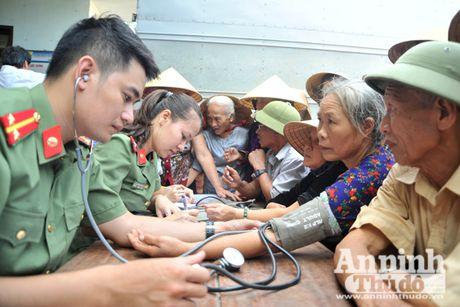Vuot song ve voi dong bao ron lu Tuyen Hoa, Quang Binh - Anh 4