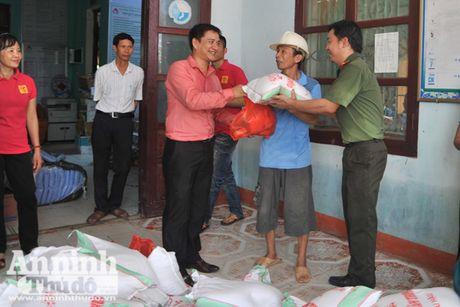 Vuot song ve voi dong bao ron lu Tuyen Hoa, Quang Binh - Anh 5
