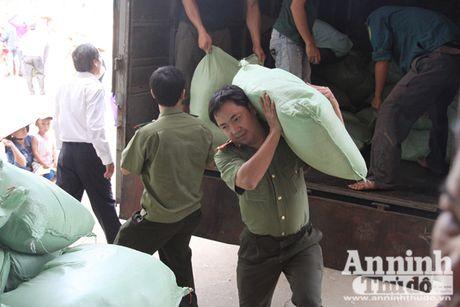Vuot song ve voi dong bao ron lu Tuyen Hoa, Quang Binh - Anh 6
