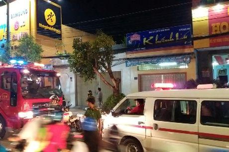 Thanh nien nghi ngao da nga tu san thuong cua khach san 5 tang - Anh 2