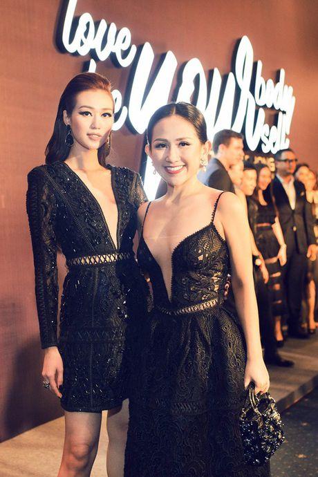 Fashionista Tram Nguyen do dang quyen ru ben canh hoa hau Do My Linh - Anh 2