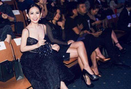 Fashionista Tram Nguyen do dang quyen ru ben canh hoa hau Do My Linh - Anh 9