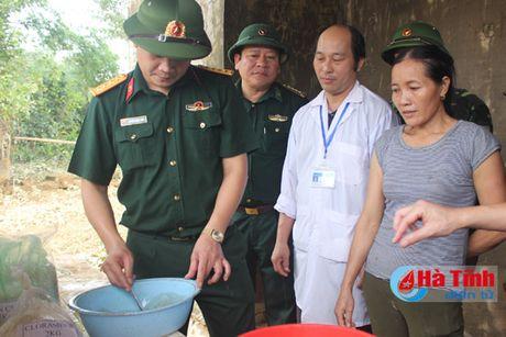 Xu ly gan 10.000 gieng nuoc sinh hoat vung lu Huong Khe - Anh 1