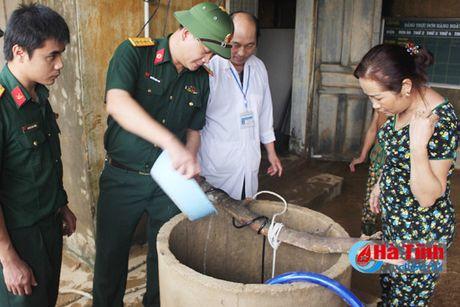 Xu ly gan 10.000 gieng nuoc sinh hoat vung lu Huong Khe - Anh 2