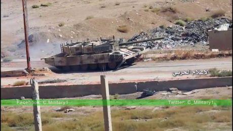 Quan doi Syria no luc tan cong giai phong vung Tay Ghouta, Damascus - VIDEO - Anh 1