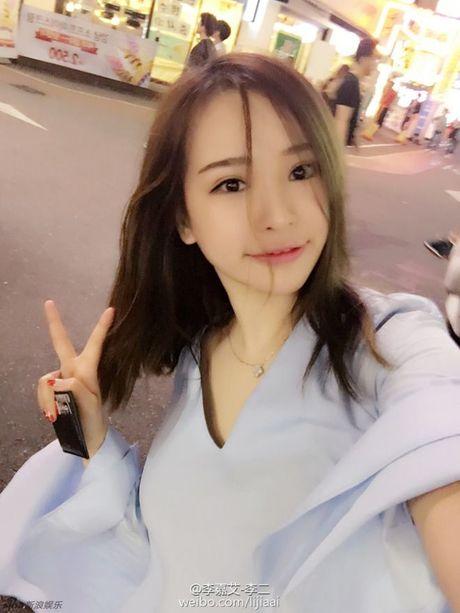 Ro ri anh rieng tu cua my nam bac menh Kieu Nham Luong va ban gai tin don - Anh 4