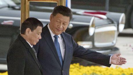 Ong Duterte 'chuyen giong' noi duy tri quan he voi My la loi ich toi uu - Anh 1