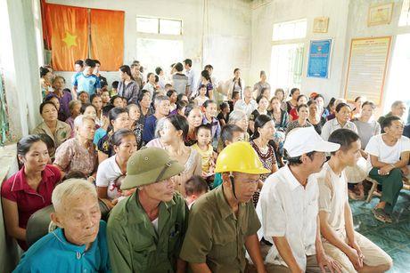 Bao Thanh Nien chia se voi dong bao vung lu Ha Tinh - Anh 3