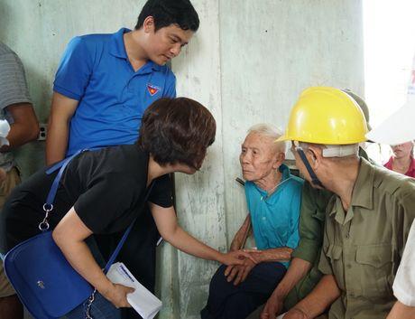 Bao Thanh Nien chia se voi dong bao vung lu Ha Tinh - Anh 5