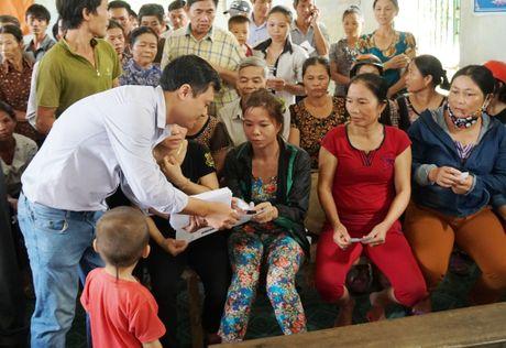 Bao Thanh Nien chia se voi dong bao vung lu Ha Tinh - Anh 6