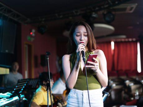 Cong khai tinh cam, Bao Anh van khong moi Ho Quang Hieu trong minishow - Anh 1