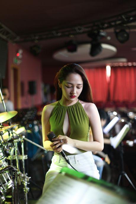 Cong khai tinh cam, Bao Anh van khong moi Ho Quang Hieu trong minishow - Anh 3