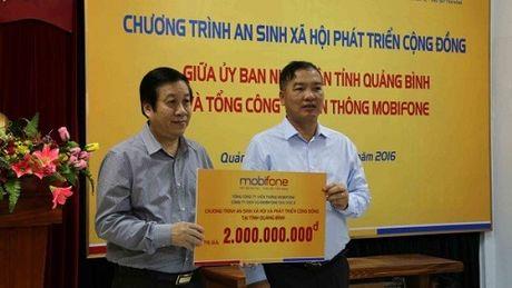 Mobifone ung ho dong bao lu lut tai cac tinh Ha Tinh va Quang Binh - Anh 1