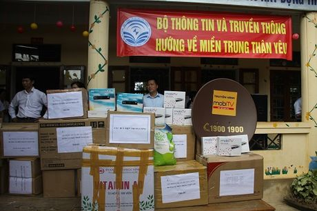 Mobifone ung ho dong bao lu lut tai cac tinh Ha Tinh va Quang Binh - Anh 4